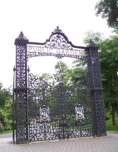 La grille des Public Gardens, coin de Spring Garden Road