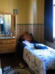 Mon lit dans la première chambre.