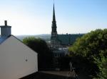 Mardi soir, vue de notre 2e chambre sur l'église sans fils électriques !